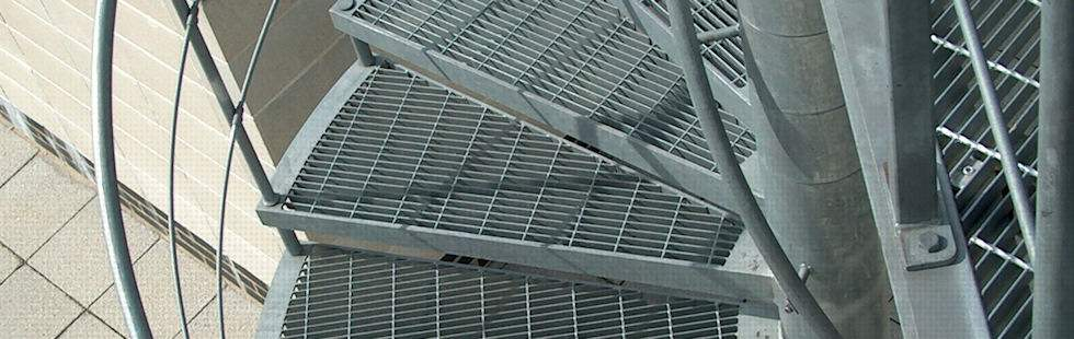 Galvanised Open Mesh Treaded Spiral Fire Escape With Horizontal Rail  Balustrade