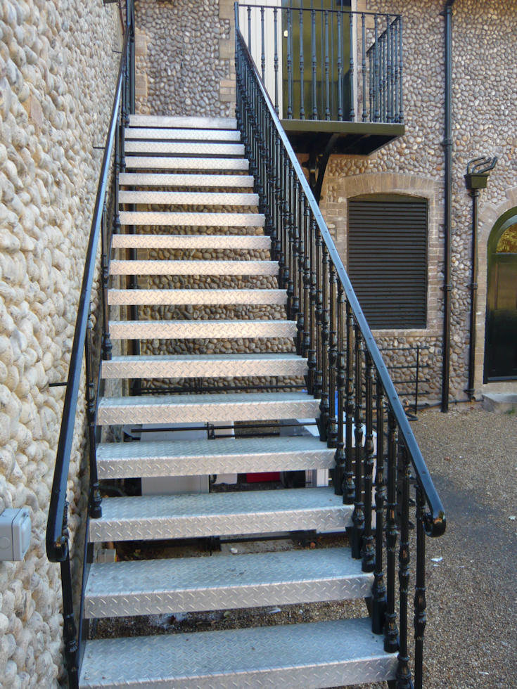 Superbe Cast Iron Straight Stair With Durbar Treads