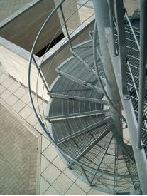 Spiral staircase with mesh treads